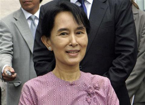 Opposition leader Aung San Suu Kyi, daughter of Burma independence war hero Aung San (VOA)